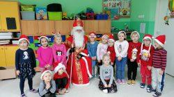 Przedszkolaki witają Świętego Mikołaja!